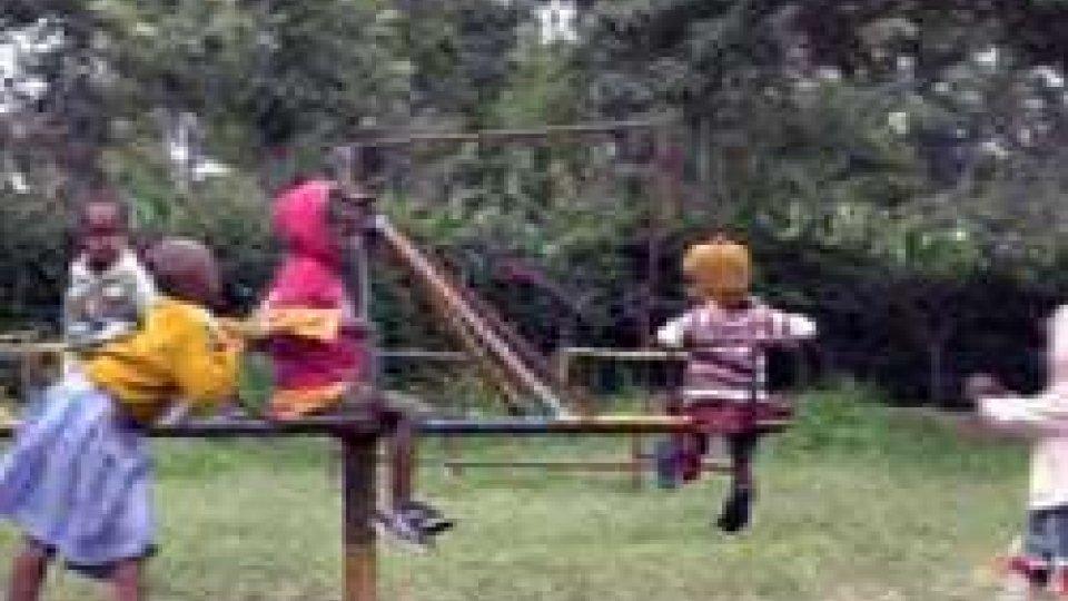 Bambini in orfanotrofio Tanzania