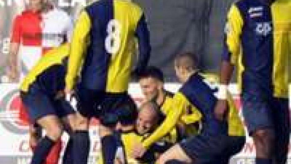 Graziani travolto dopo il gol nel derby dello scorso anno