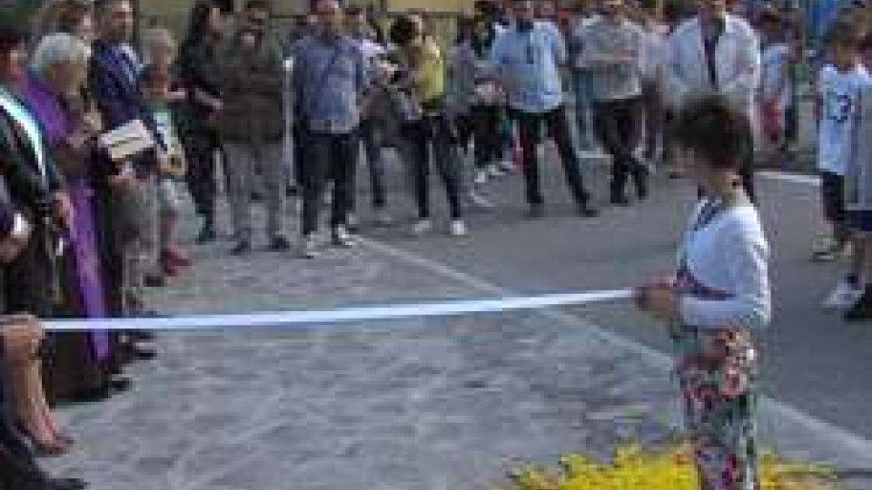 Inaugurazione marciapiedeFaetano: arrivano un nuovo marciapiede e le sculture dei ragazzi di 5^
