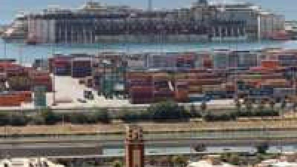 """Concordia in porto a Genova. Renzi: """"Grazie, ora nuovo inizio"""""""