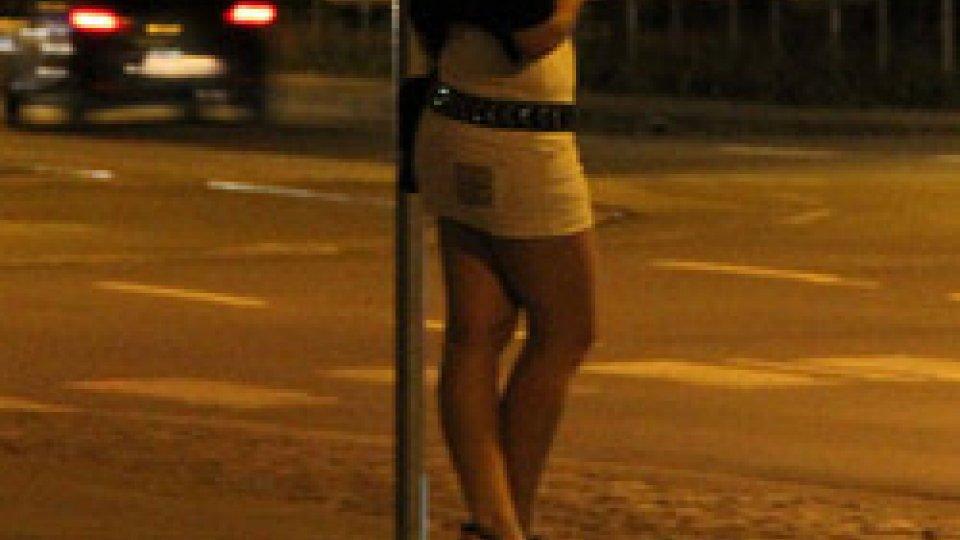 Violenza di gruppo e rapina: due prostitute trans arrestate