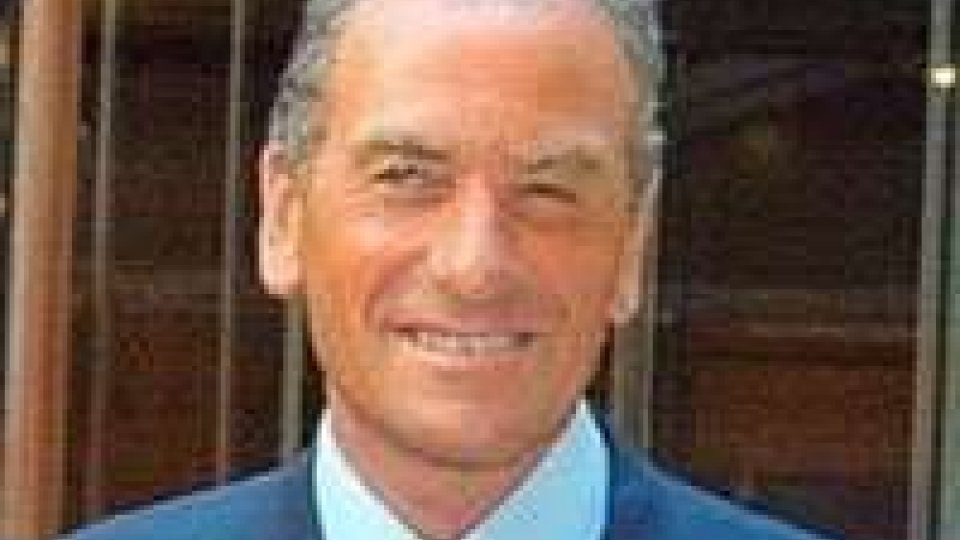 """L'ex arbitro internazionale Carlo Longhi: """"Cinque arbitri sono troppi. Meglio l'occhio di falco"""""""