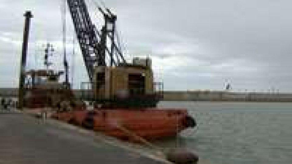 Pesaro: lavori di dragaggio per la riqualificazione del PortoPesaro: lavori di dragaggio per la riqualificazione del Porto