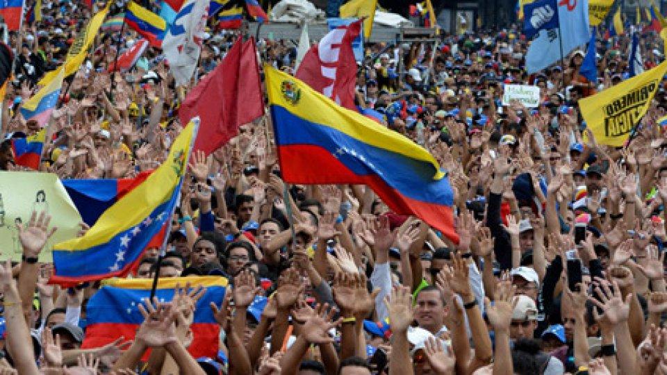 """Deriva istituzionale in Venezuela, Guaidó: """"Il presidente sono io"""""""