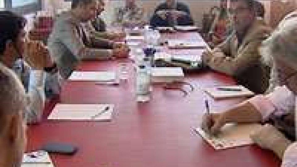 Nella sede del Ps la minoranza ha incontrato i sindacati