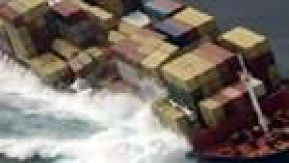 Nuova Zelanda. La nave Rena è ormai un relitto, oltre 1.000 tonnellate di petrolio in mare