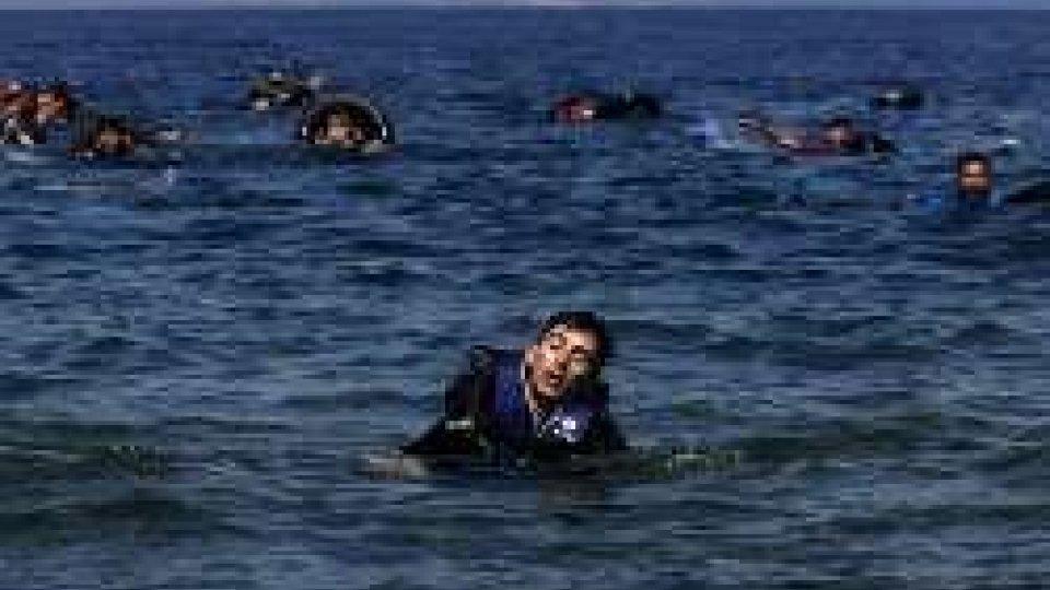 Affondato altro barcone a Lesbo: 26 migranti sono dispersi