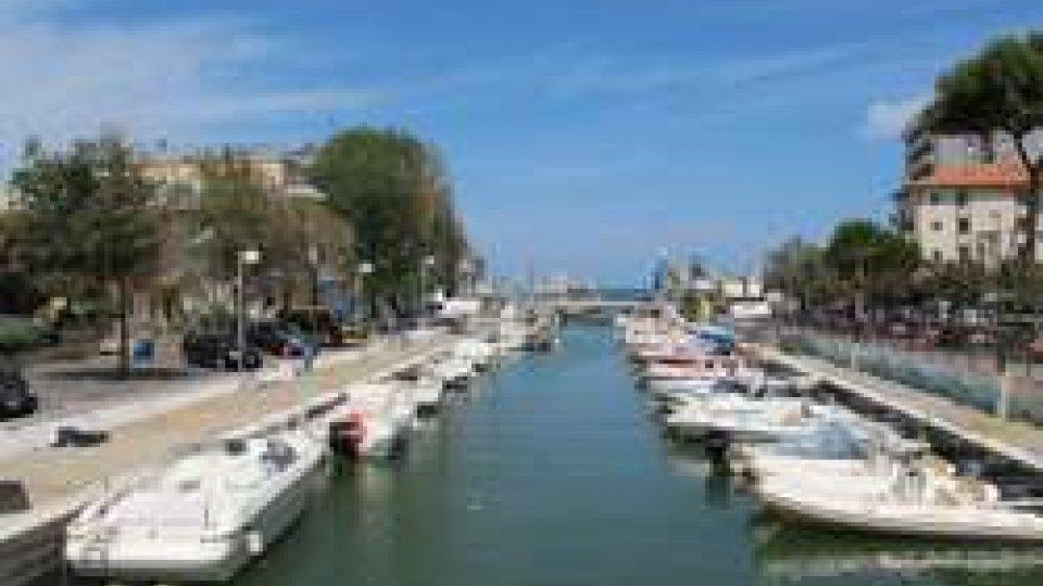 """""""Enterococchi intestinali oltre i limiti"""": tuffi vietati in un tratto di mare a Riccione"""