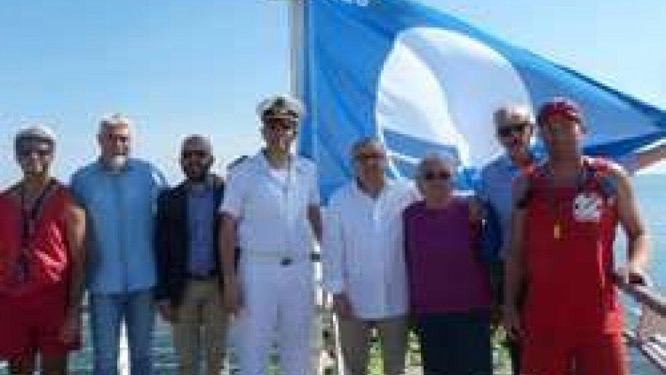 Pesaro: la bandiera blu sventola al moletto