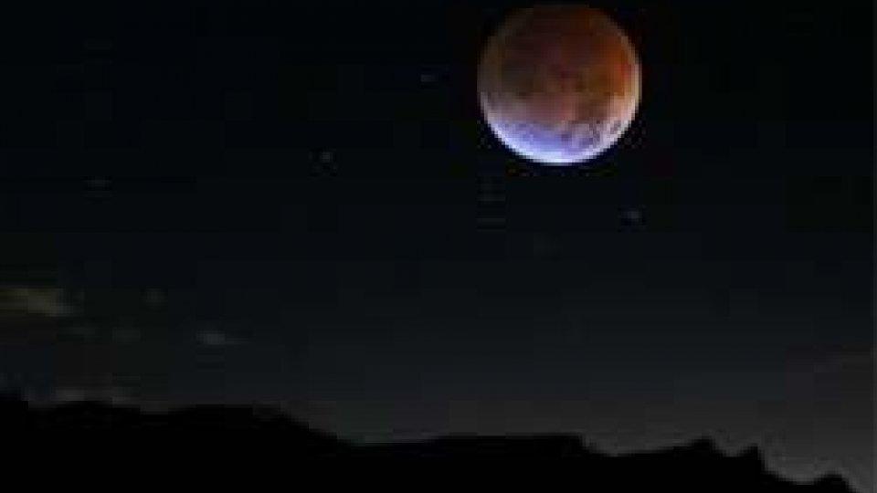 E' la Notte della Luna, tutto il mondo la osserva