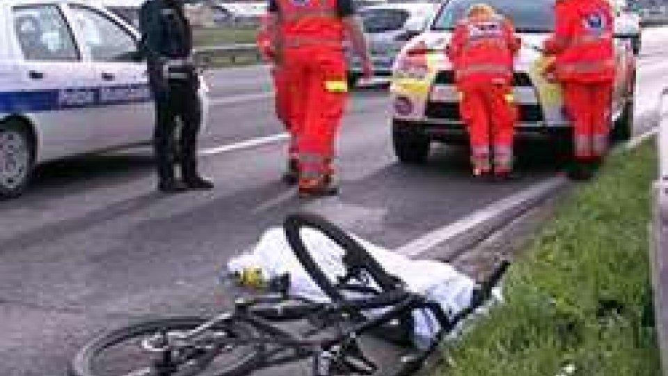 Tragedia sulla Statale AdriaticaTragedia sulla Statale Adriatica: pullman travolge e uccide 80enne in bici