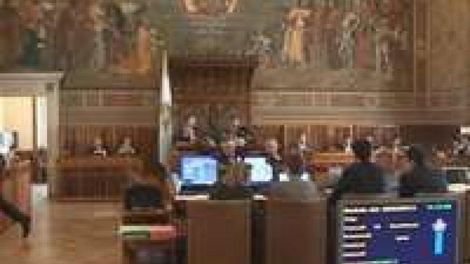 Consiglio: procedura d'urgenza, no a patrimoniale, sì a modifica commissioni