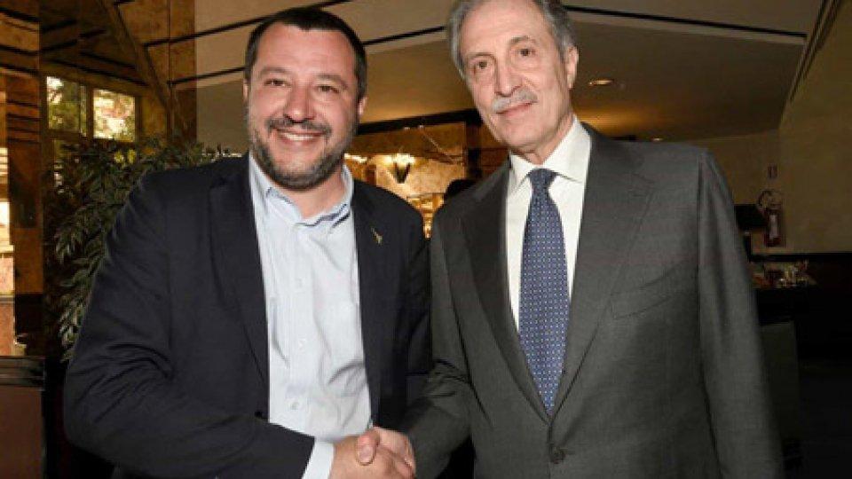 Matteo Salvini e Vito BardiIl centrodestra unito ha la meglio in tutte le Regioni: sesta vittoria consecutiva