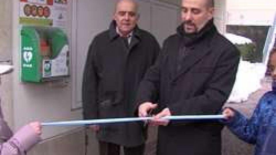 Taglio del nastro del Segr. Franco Santi con Capitano Marino Rosti