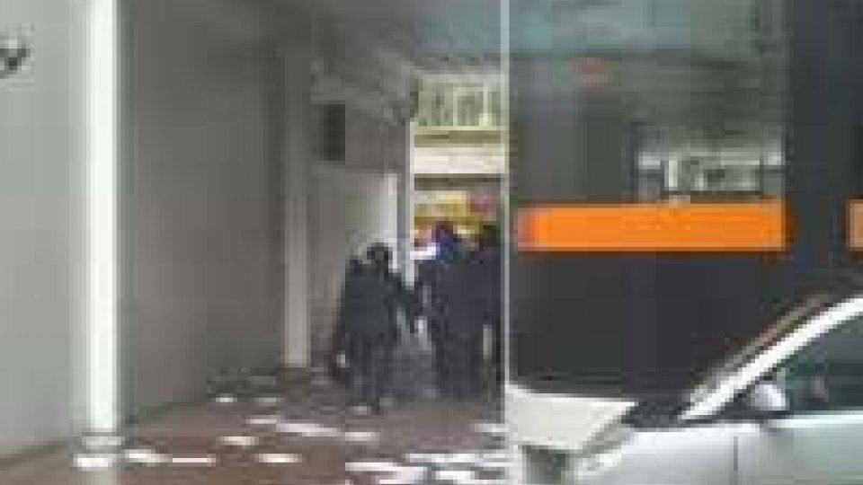 Londra, uomo armato sequestra 4 persone