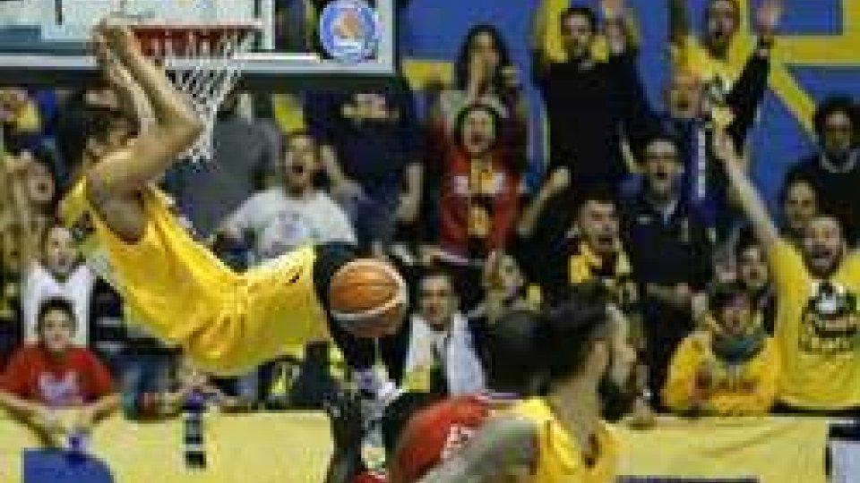 Pesaro-Torino 69-76 (Twitter)Basket: Pesaro-Torino 69-76