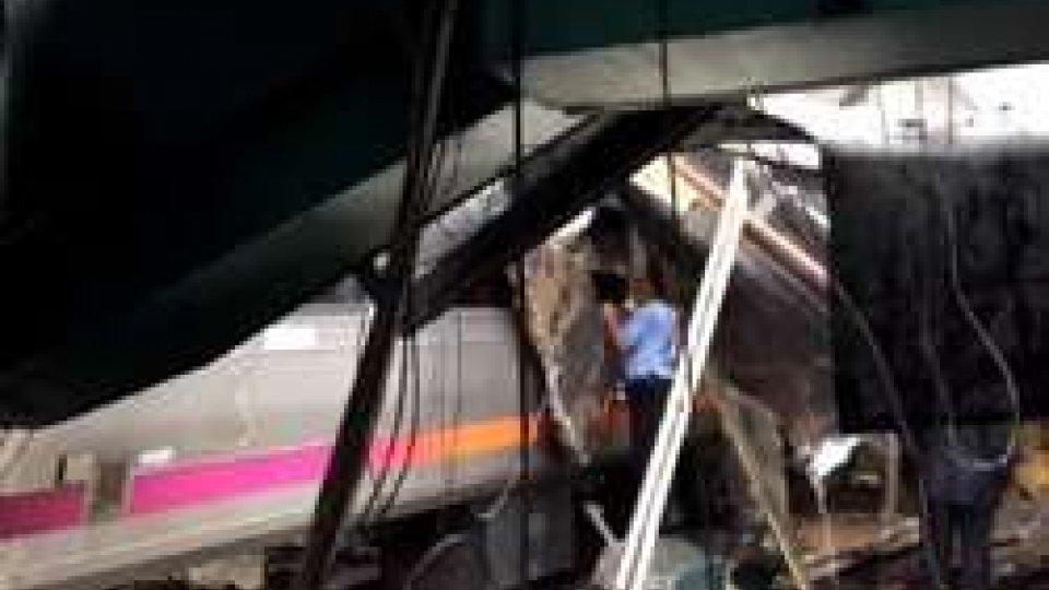 Il treno deragliato in New JerseyNew Jersey: treno deraglia nella stazione di Hoboken. Si teme bilancio pesante