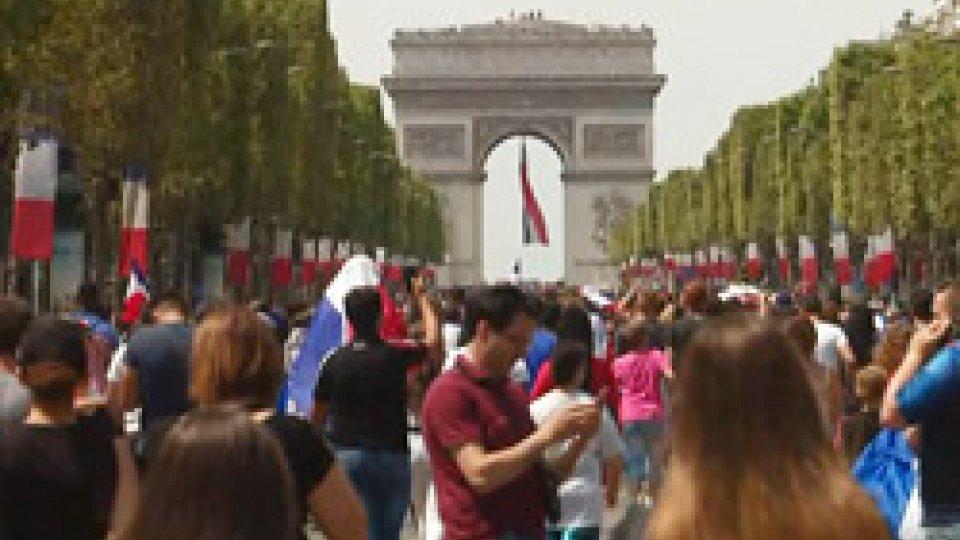 I festeggiamenti francesiFrancia campione, il trionfo all'italiana di Deschamps