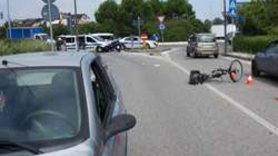 Investito ciclista a Rimini mentre attraversava la strada. Trasportato, in gravi condizioni, a Cesena