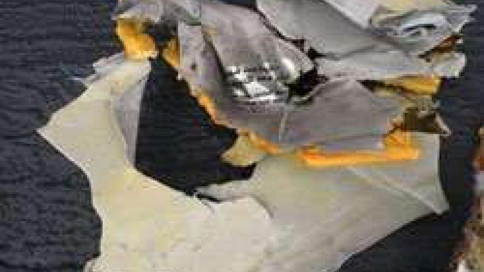 Egyptair: trovata una scatola nera, volo fece 3 atterraggi emergenza prima crash