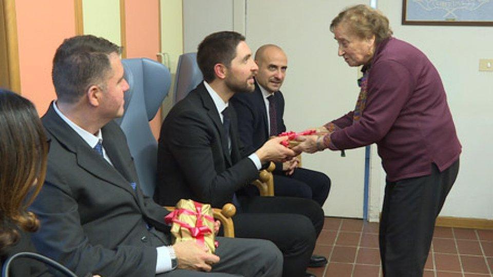 La Reggenza in visita ai Centri anzianiNatale: la Reggenza in visita ai Centri anziani di Dogana e Borgo Maggiore