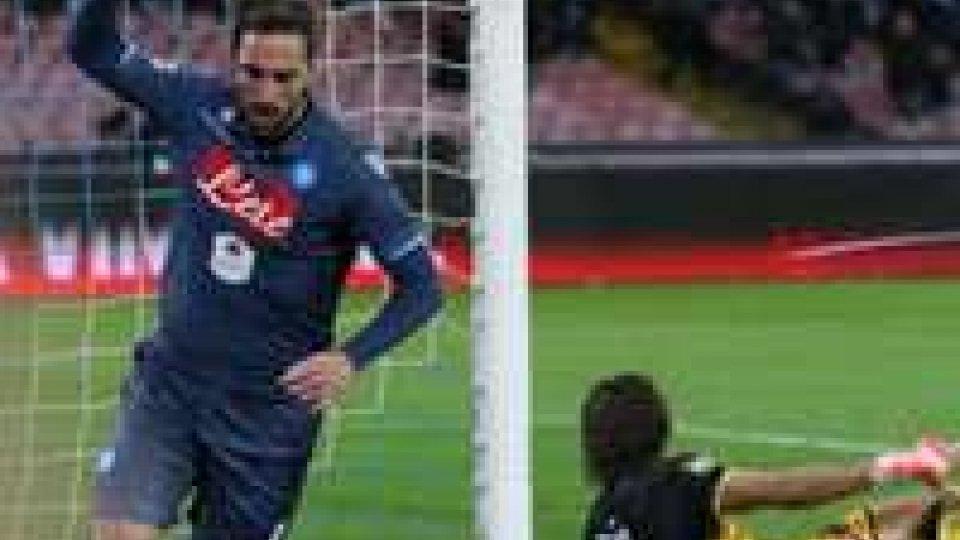 Higuain stende il Genoa, Napoli terzo