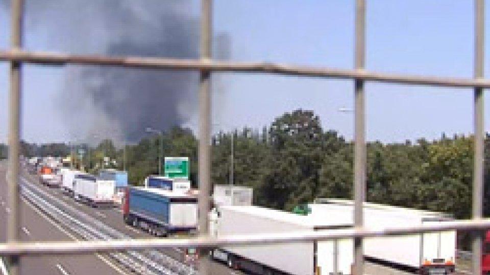 Esplosione A14: riaprono tangenziale e autostradaEsplosione A14: riaprono tangenziale e autostrada