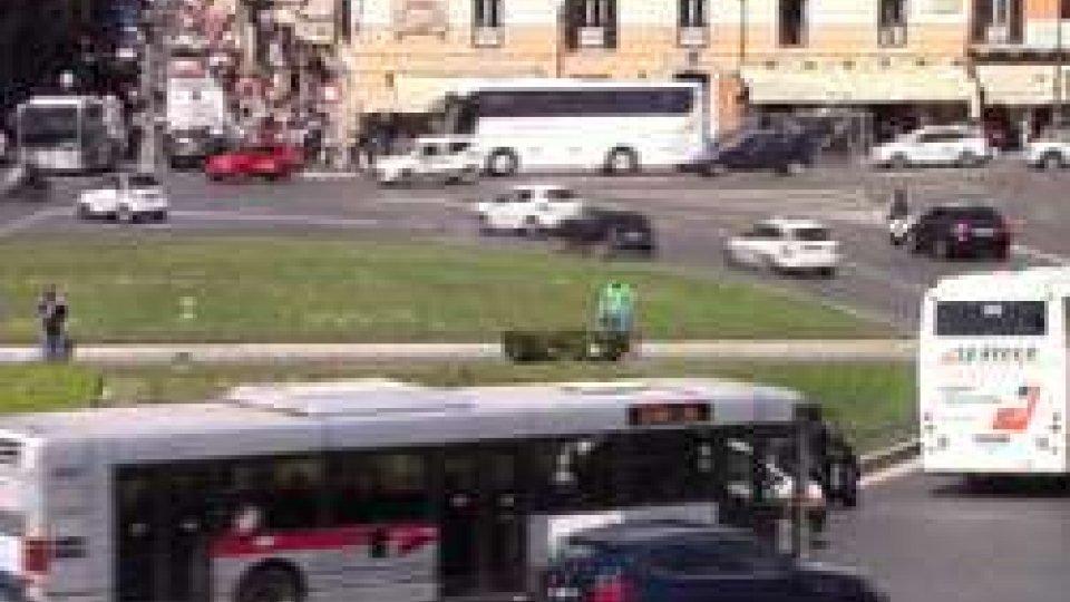 """Trasporto pubblico romanoMinistro Delrio lancia l'allarme su Atac: """"Rischia di fare la fine di Alitalia"""""""