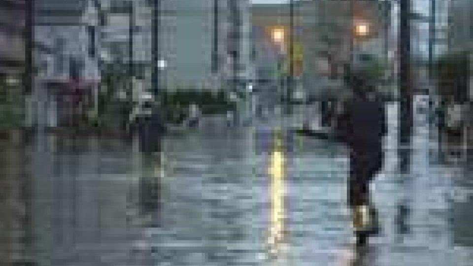 Il tifone Roke si abbatte sul Giappone