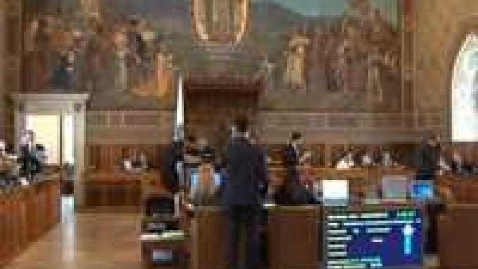 Decreto Sviluppo: pioggia di emendamenti e scontro sul turismo.Decreto Sviluppo: pioggia di emendamenti e scontro sul turismo
