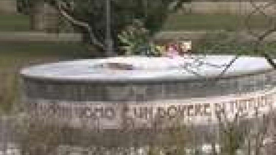 Decapitata la statua di Giovanni Paolo II a Riccione. La Diocesi deplora l'accaduto