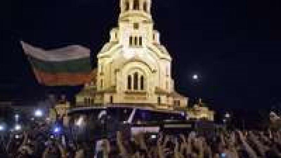 Bulgaria: completata l'evacuazione del parlamento assediato