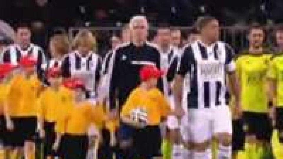 Tante stelle del calcio mondiale alla partita contro la povertàTante stelle del calcio mondiale alla partita contro la povertà