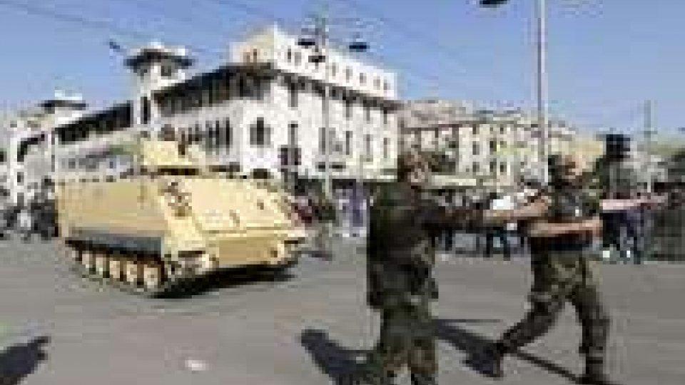 Egitto: pieni poteri all'esercito