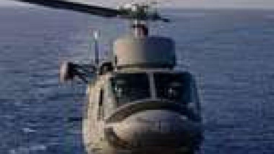 Colpi d'arma da fuoco contro un elicottero della Marina Militare
