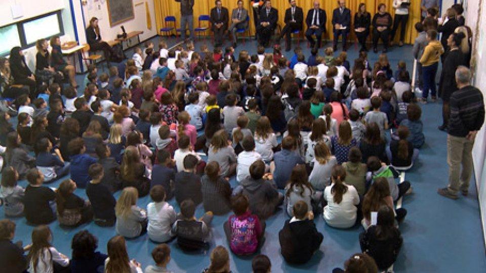 La scuola di SerravalleVisite della Reggenza nelle scuole: oggi a Serravalle tra antiche tradizioni e una corretta raccolta differenziata