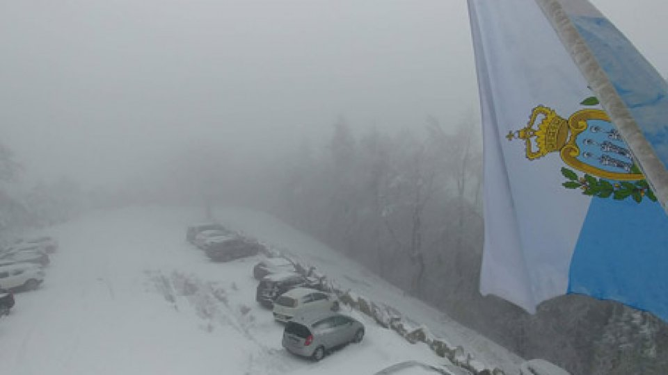 Neve: risveglio in bianco per il Titano