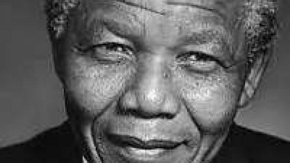 Sud Africa: é morto Nelson Mandela.