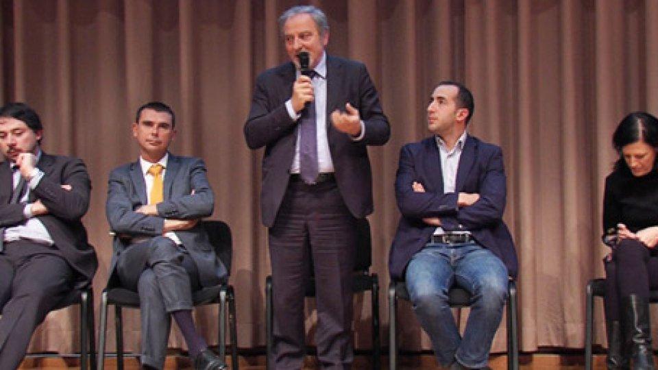 """In piedi Giancarlo VenturiniTavola rotonda conclude la conferenza PDCS """"o cambio di passo o elezioni"""""""