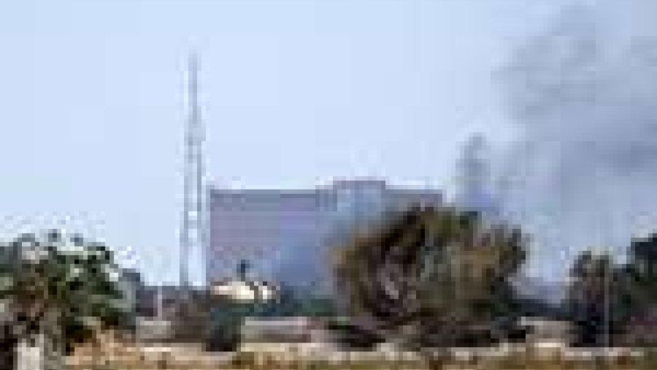 Libia: i ribelli sono entrati nel compound di Gheddafi