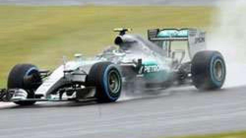 F1, Suzuka: riscossa Mercedes sul bagnato