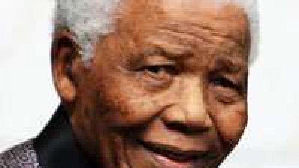Infezione polmonare per Mandela. 'Madiba' risponde alle cure