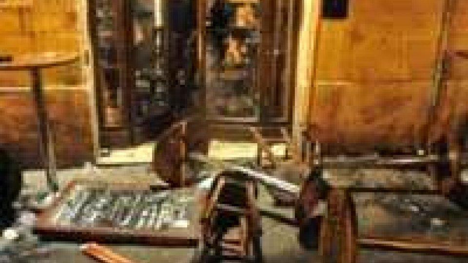 Tifosi inglesi aggrediti in un pub a Roma: dieci feriti