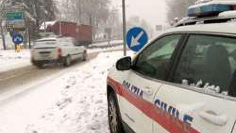 Polizia Civile a SerravalleMeteo: torna la neve a San Marino | LE IMMAGINI DAI CASTELLI DELLA REPUBBLICA