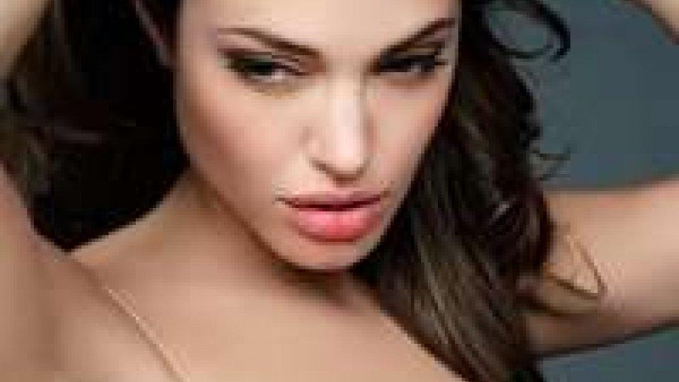 """Angelina Jolie rivela: """"ho subito una doppia mastectomia"""""""