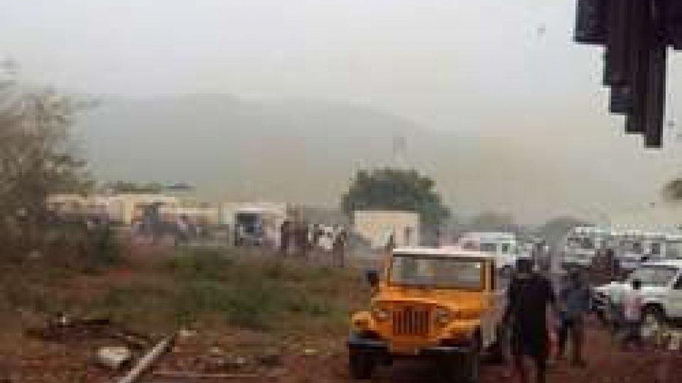 India: incendio in una fabbrica di esplosivi 16 morti