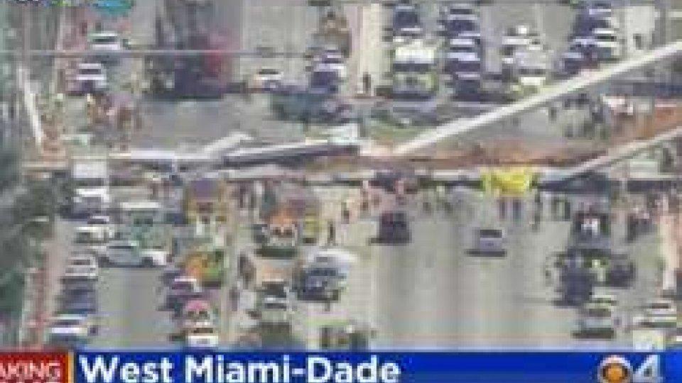 Miami: crolla ponte pedonale