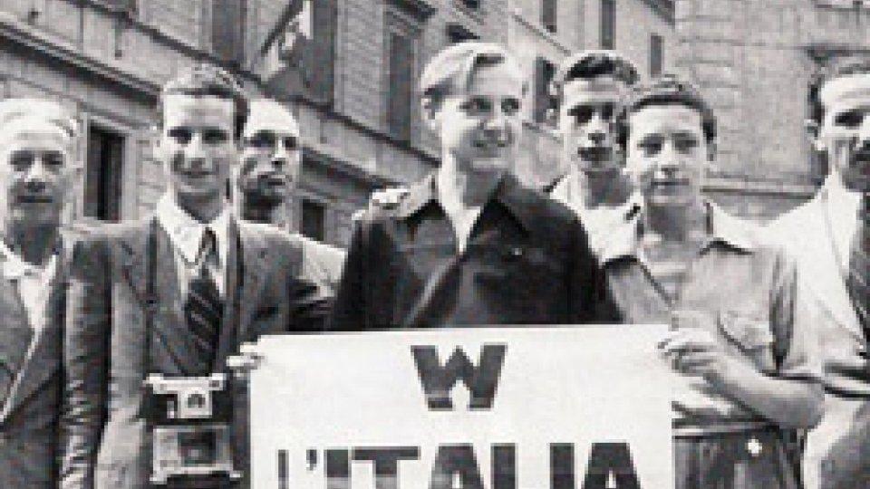 25 luglio 1943: festeggiamenti in piazza