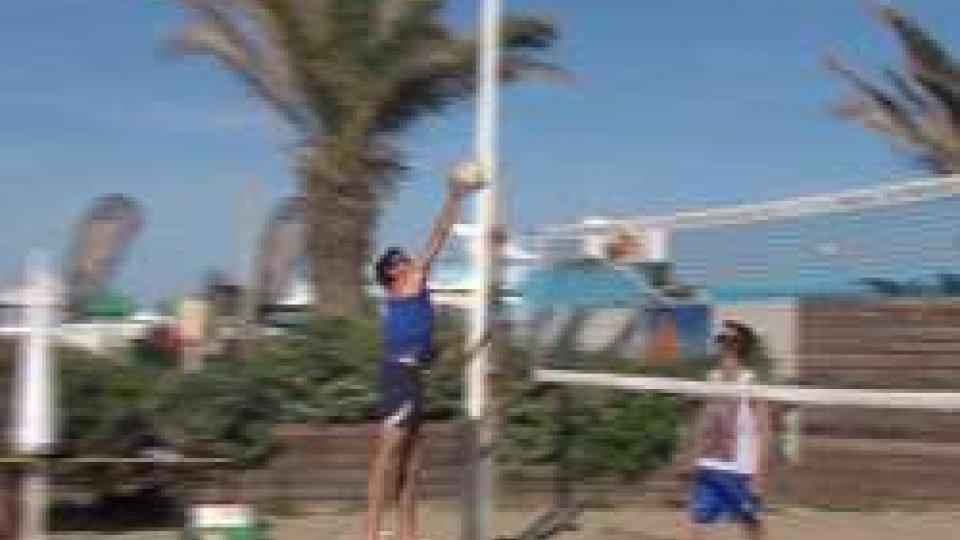 Simone Giorgetti in azione#SANMARINO2017: il beach volley maschile cala la coppia