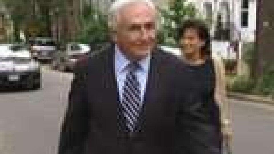 Strauss-Kahn torna alla sede dell'FMI dopo lo scandalo che lo ha travolto